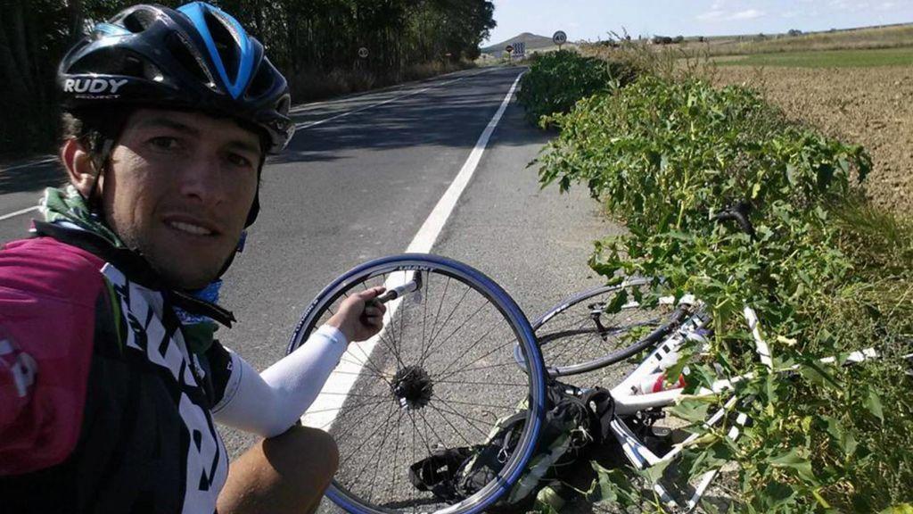 Un atleta español hace el Camino de Santiago entero en 26 horas, en bicicleta, sin dormir y sin parar
