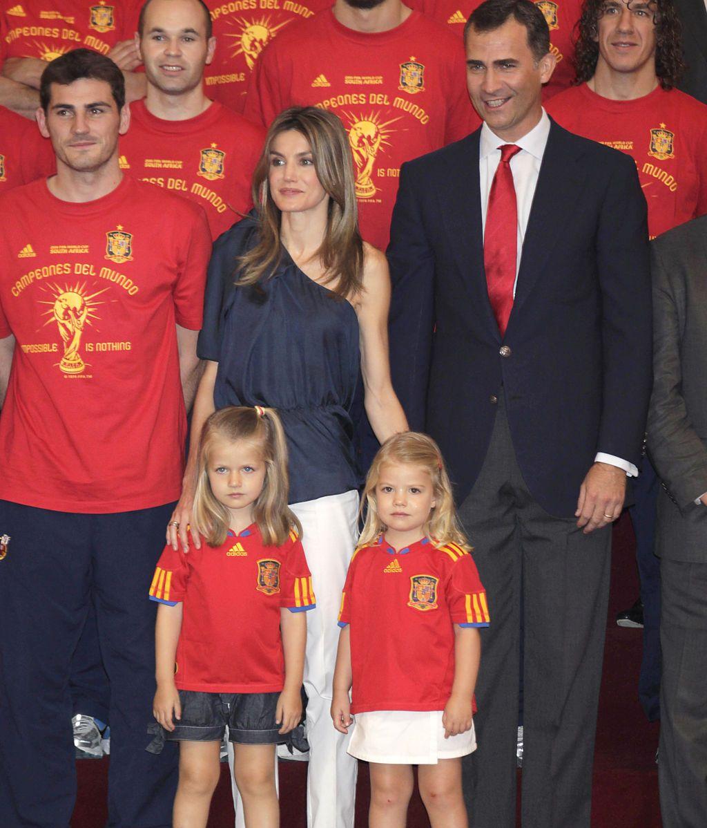 Incluso cuando la Selección ganó el mundial... ¡allí estaban ellas luciendo camiseta!