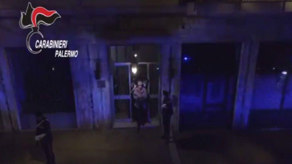 Un capo de la mafia italiana ordena matar a su hija tras enterarse de su relación con un policía