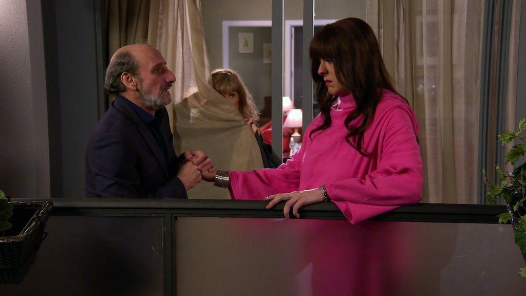 ¡Hostia terrible! Enrique se lanza por la terraza para que Antonio no descubra su relación con Alba