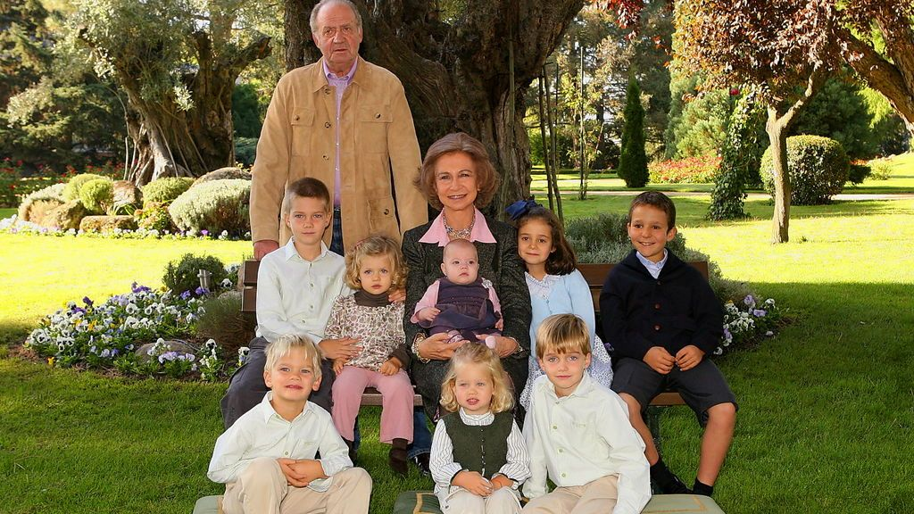 Con el nacimiento de su hermana, la infanta Sofía, ya eran ocho los nietos de Juan Carlos y Sofía