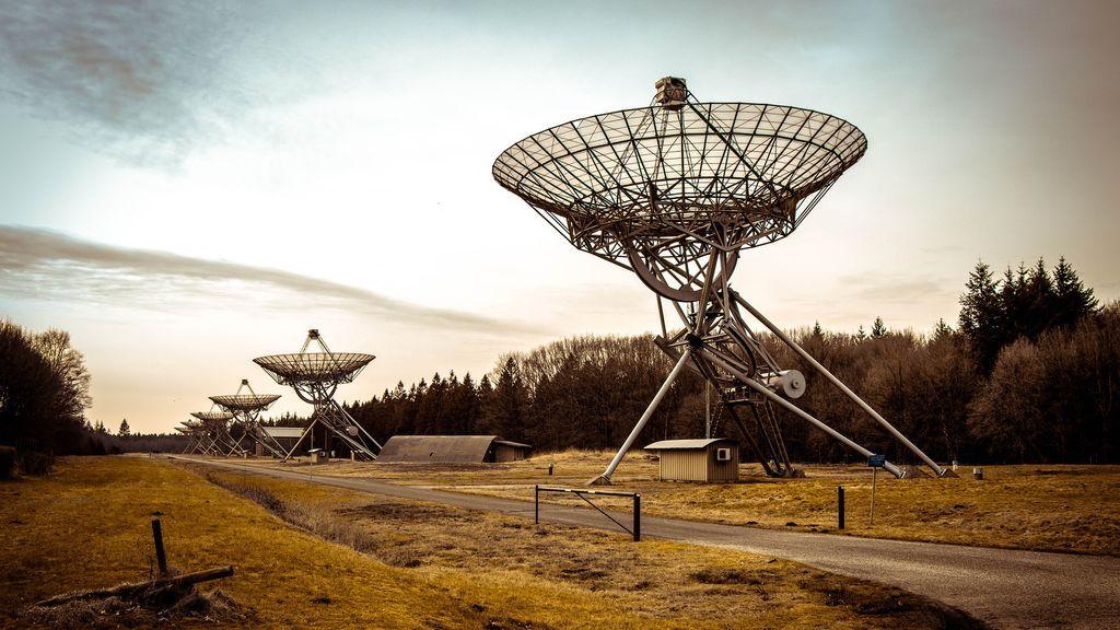radio-telescope-2152379_1920