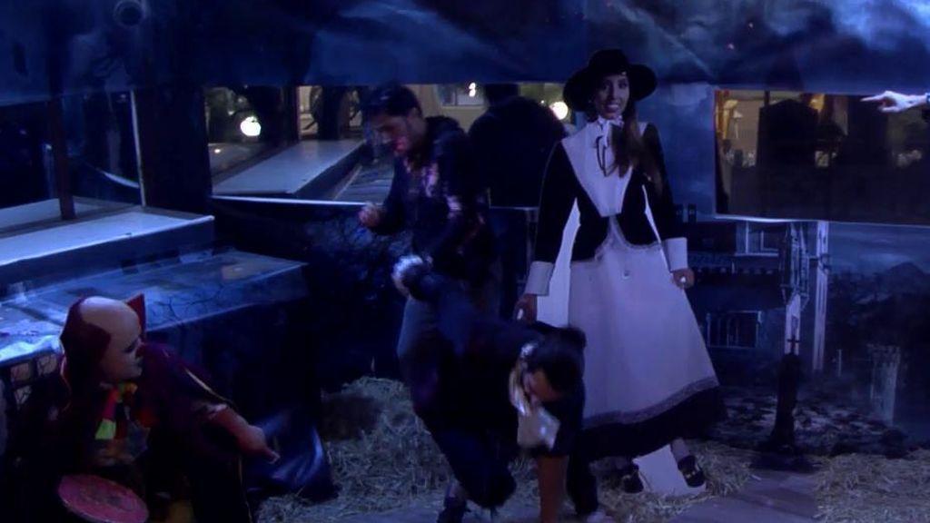 Todo un clásico: ¡Payasín vuelve para aterrorizar a los concursantes en la noche de Halloween!
