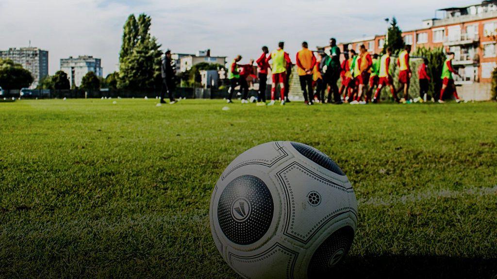 La muerte de Joel Lobanzo, jugador de 17 años, mientras se entrenaba conmociona al fútbol belga