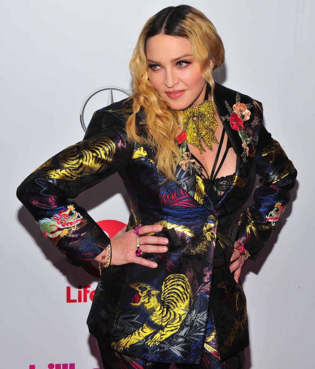El motivo por el que la cantante Madonna voló en clase turista