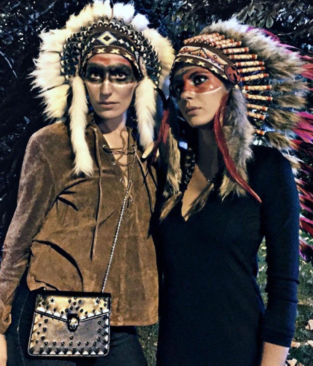 Eugenia Osborne, disfrazada de india comanche para celebrar la Noche de los Muertos