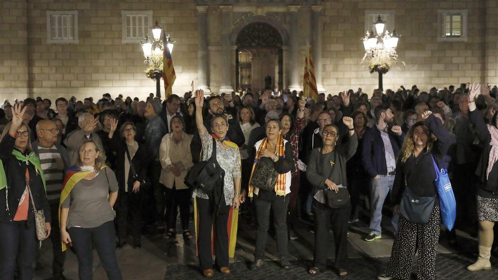 Concentración multitudinaria en apoyo a los exconsellers enviados a prisión