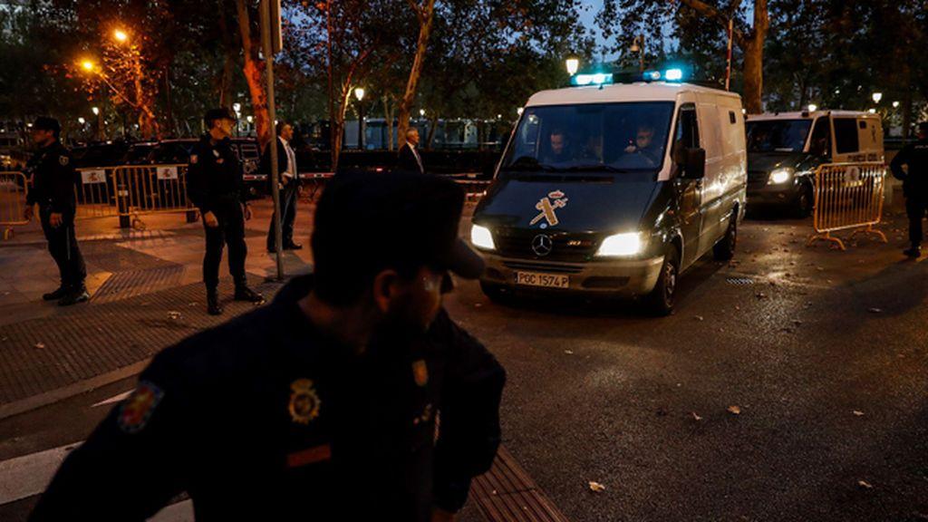La Guardia Civil traslada a los ocho exconsellers a sus respectivas prisiones