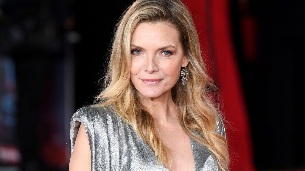 Muchos compararon el estilismo de Pfeiffer con el mítico vestido que llevó en 'Scarface'