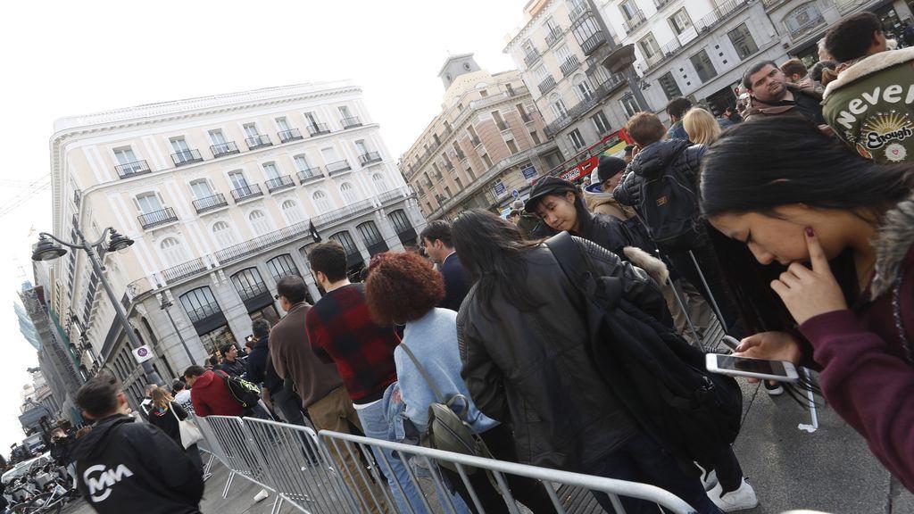 Locura en Madrid para conseguir el nuevo iPhone X