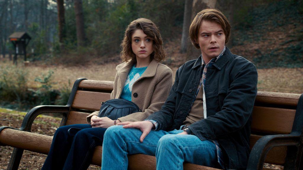 Charlie Heaton y Natalia Dyer en la segunda temporada de 'Stranger things'