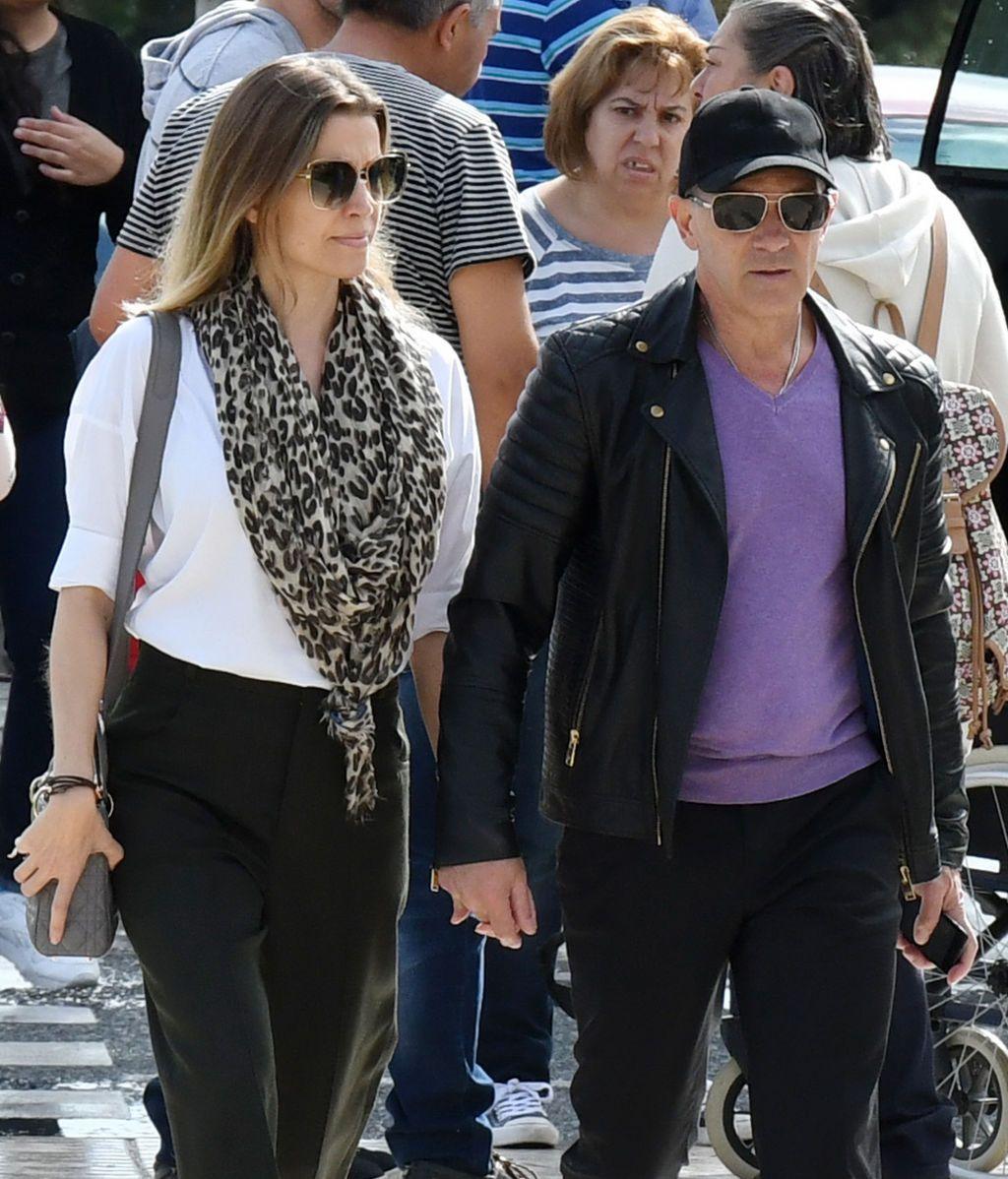 El actor malagueño, acompañado de su pareja Nicole Kimpel