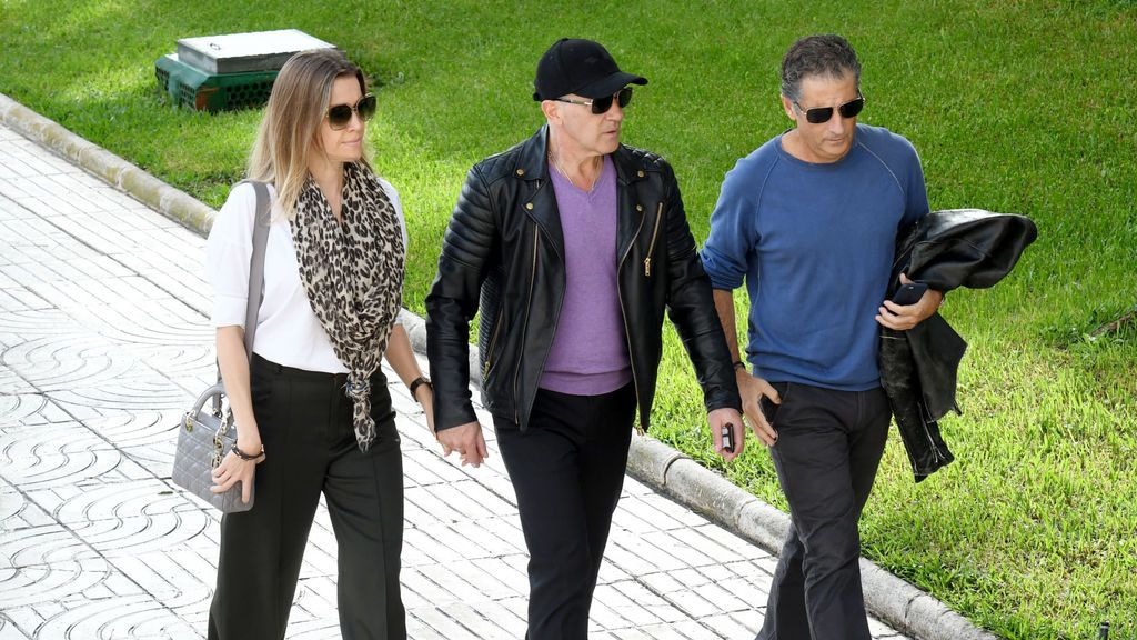 Nicole Kimpel, Javier y Antonio Banderas, se reúnen para ir al tanatorio