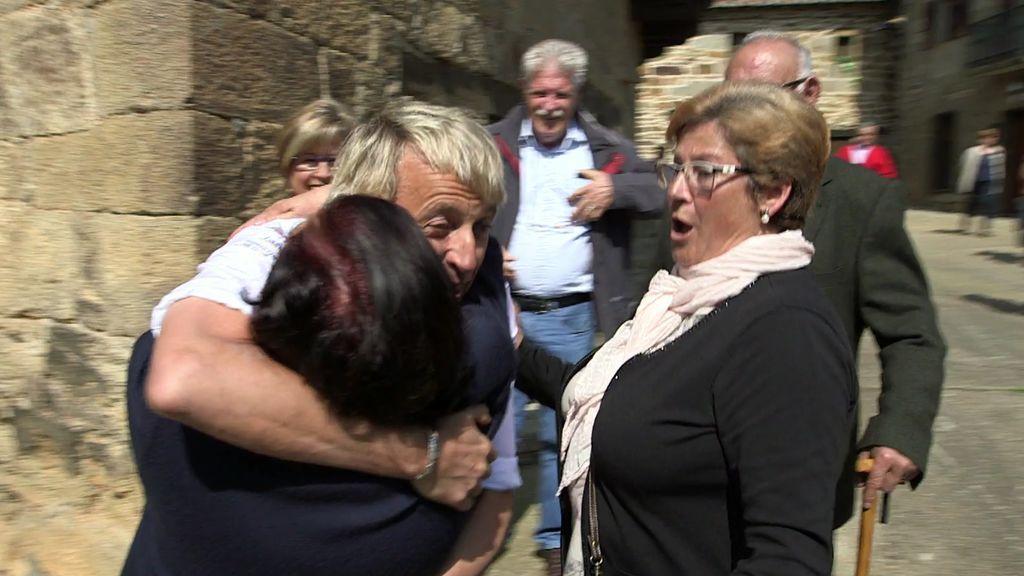 ¡Calleja arrasa por donde pasa!: Las vecinas de Villardeciervos enloquecen con él