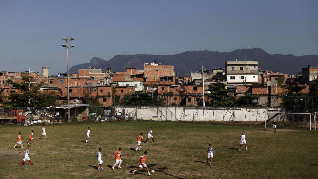 Un rayo mata a un chico de 15 años en Brasil mientras jugaba al fútbol