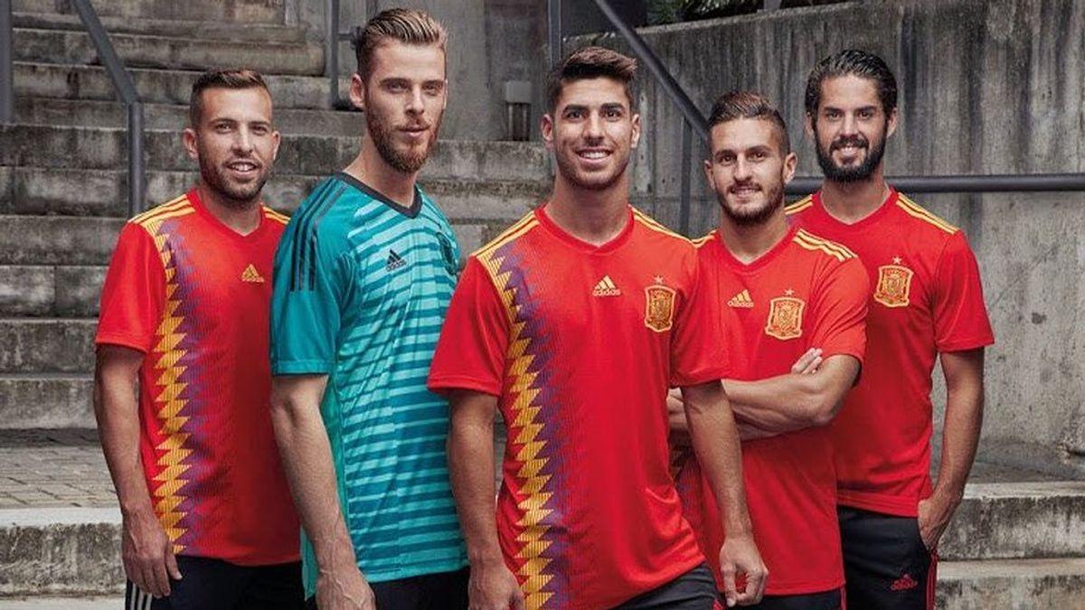 La nueva camiseta de España ya es oficial y trae polémica: ¿republicana o efecto óptico?