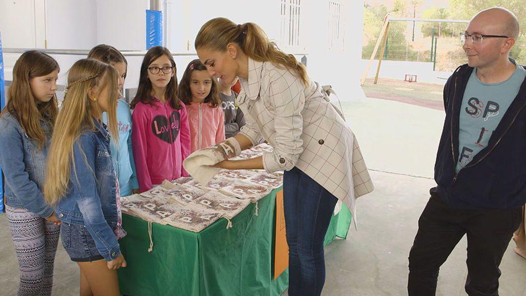 Mercado solidario con productos realizados por los niños de Vilafamés
