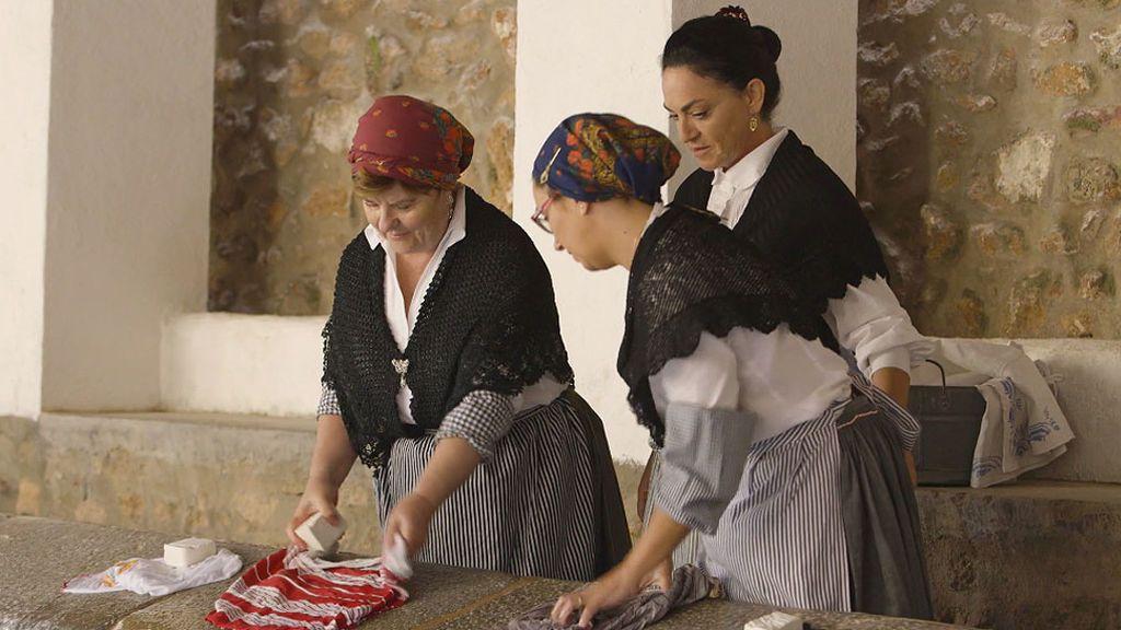 Las estrechas calles de Vilafamés, el lavado a mano y el jabón artesanal del pueblo