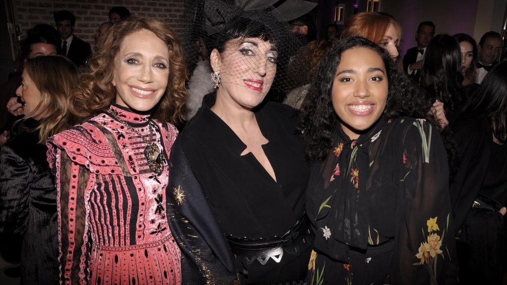 Marisa Berenson posando junto a Rossy de Palma y su hija Luna