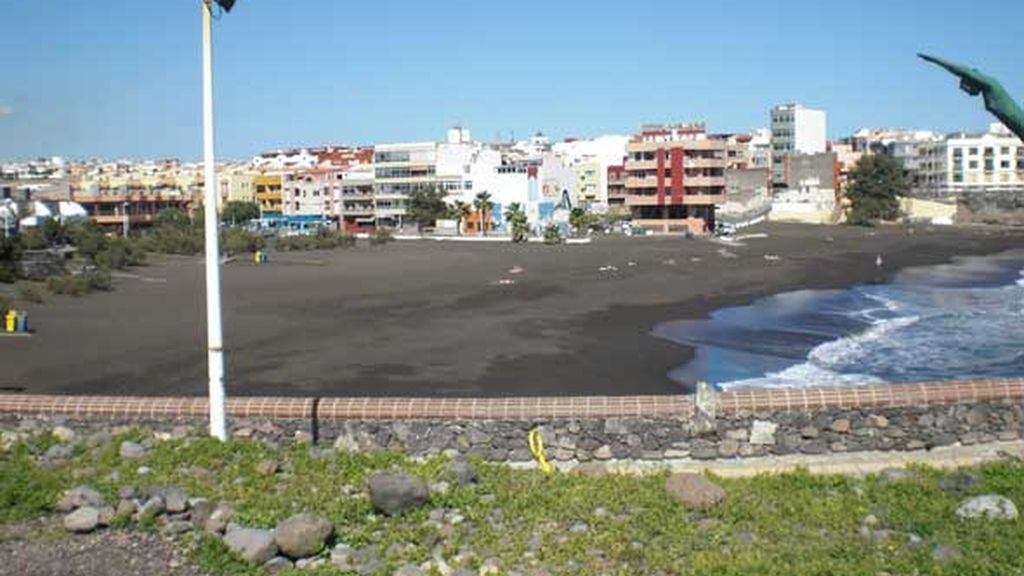 Un joven muere al caer al agua tras un golpe de mar en Gran Canaria