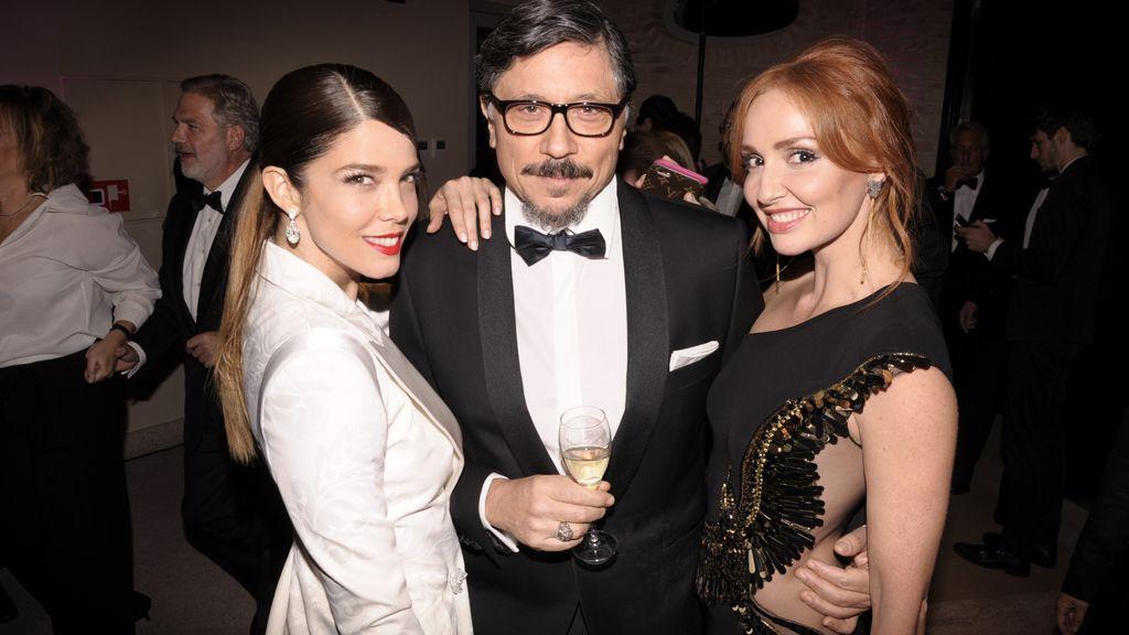 Juana Acosta, Carlos Bardem, de Roberto Verino, y Cristina Castaño