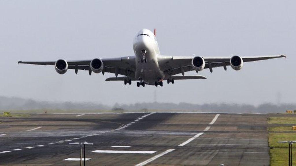 Se entera en pleno vuelo de que su marido la engaña y obliga al piloto a hacer un aterrizaje de emergencia