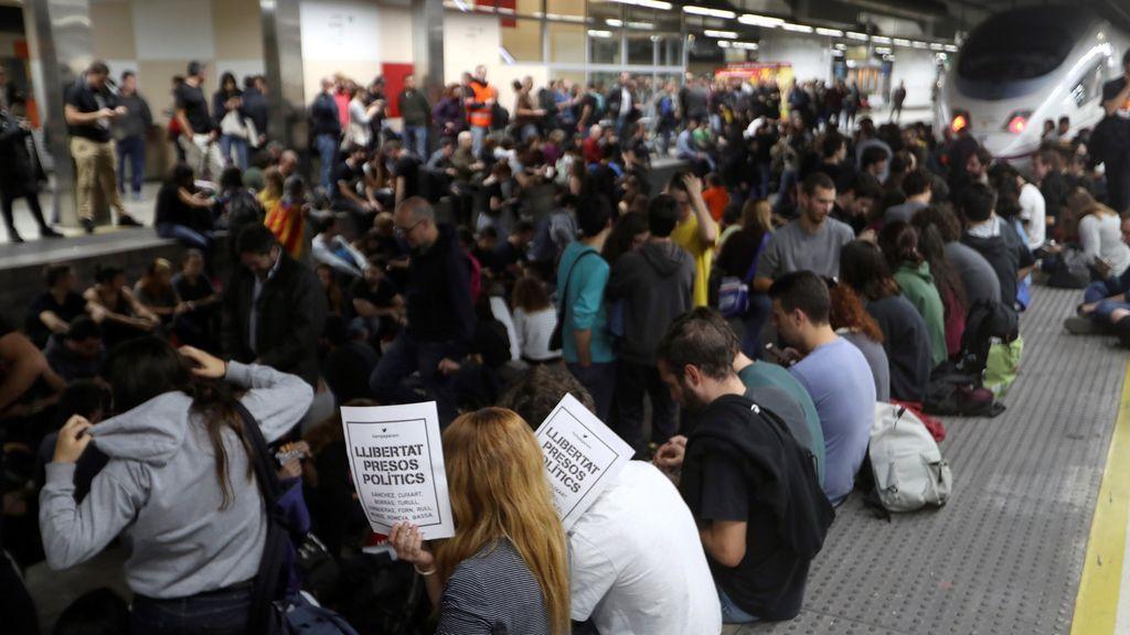 Más de 150.000 afectados por el bloqueo de las vías del AVE en Cataluña
