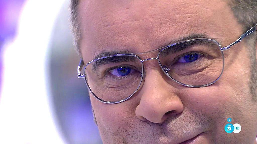¡Momentazo! Jorge Javier se pone lentillas azules en directo