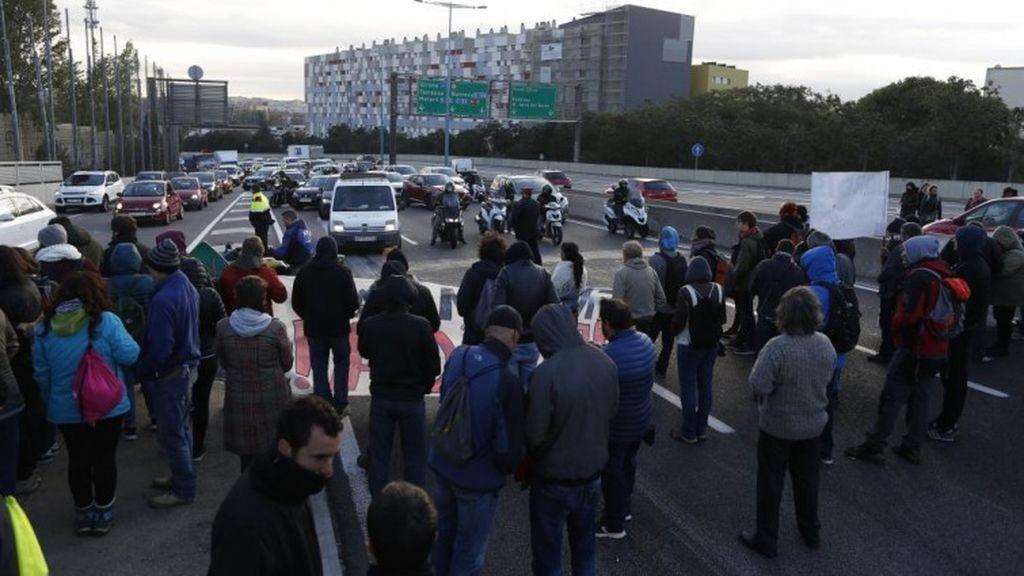 El transporte de mercancías pierde 25 millones por los cortes en Cataluña