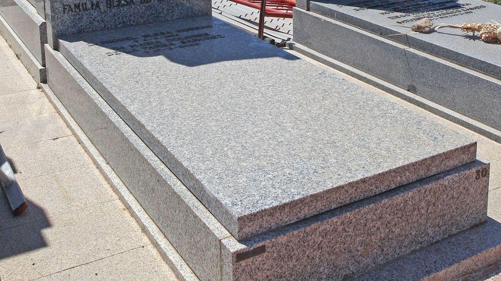 Prohíben a una familia acercarse a la tumba de un pariente tras una demanda de paternidad