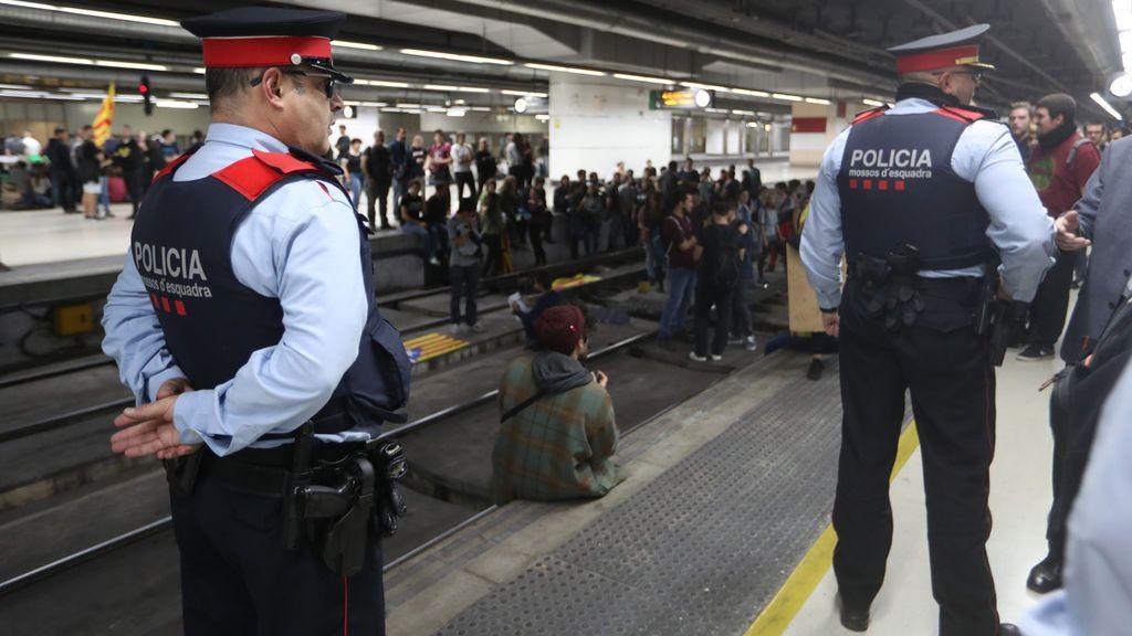 """Huelga en Cataluña: El Gobierno afirma que los Mossos actuaron """"con inteligencia y proporcionalidad"""""""