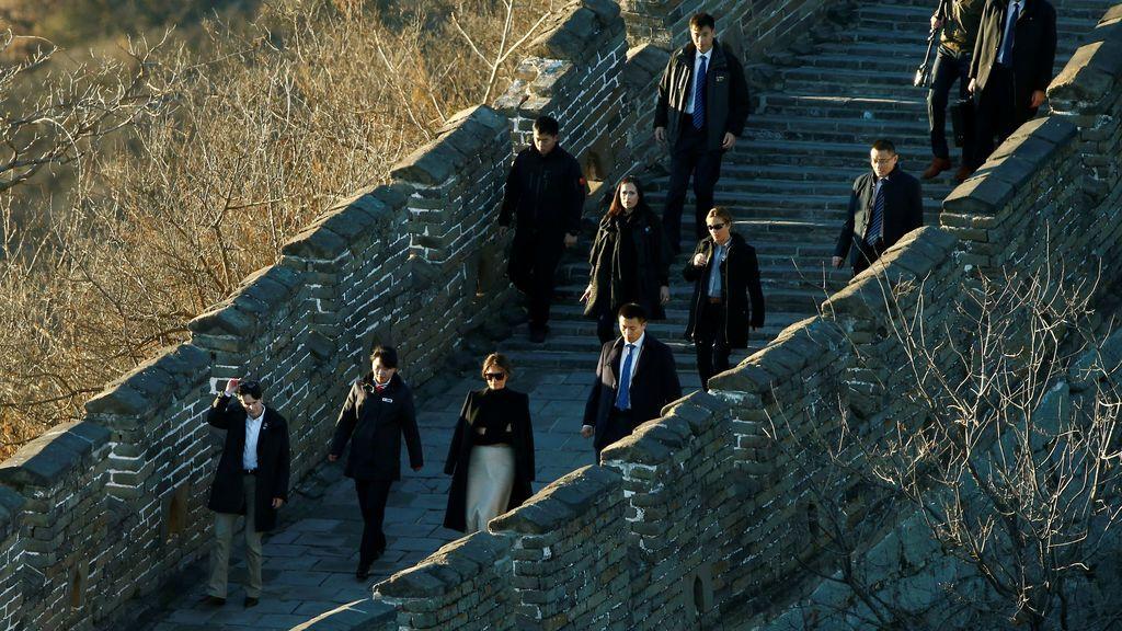 La primera dama estadounidense Melania Trump visita la sección de Mutianyu de la Gran Muralla China