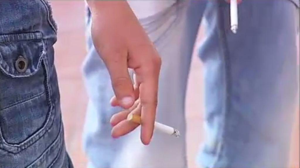 Si tu hijo tiene trece años, puede que ya haya probado su primer cigarrillo
