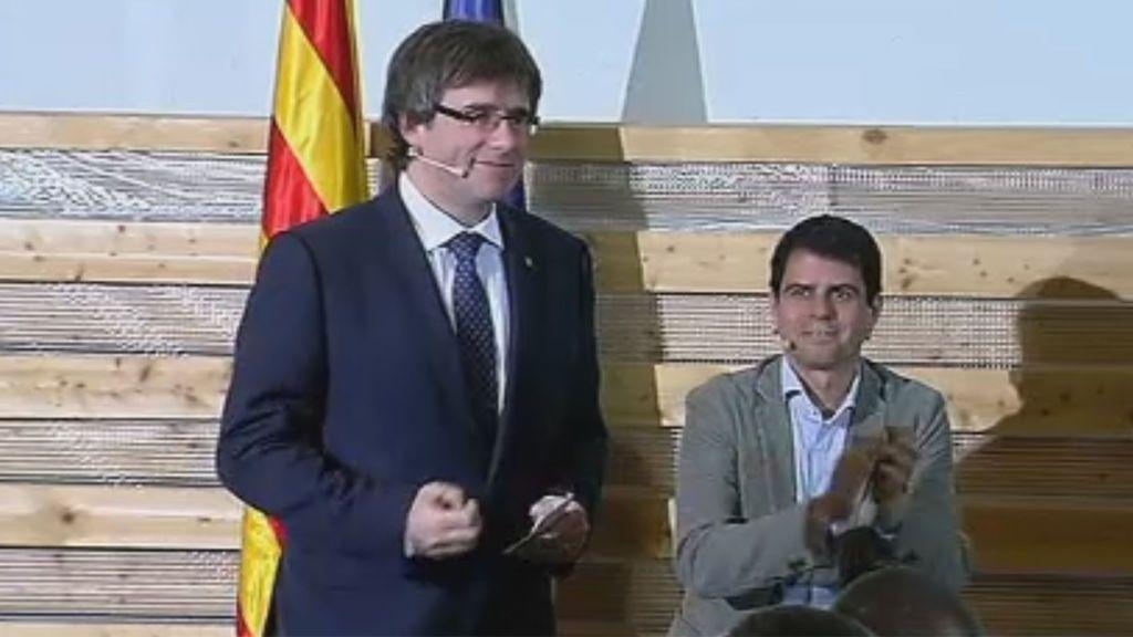 """Puigdemont pide a los manifestantes de Barcelona que sigan """"muy activos"""""""