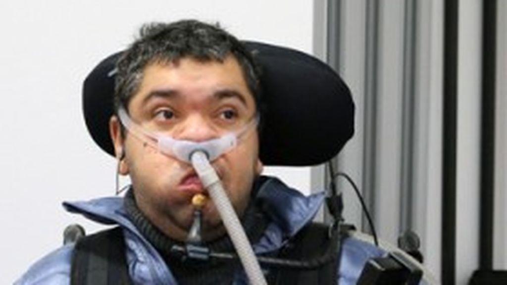 Un hombre discapacitado se libra de la cárcel tras espiar sin permiso a sus cuidadoras