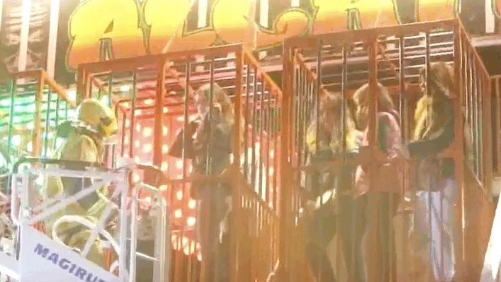 Unos niños quedan atrapados en una atracción en Benidorm a más de 4 metros de altura