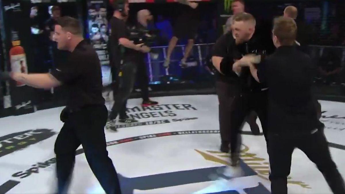 ¡McGregor la lía en Dublín! Irrumpe en la jaula y empuja al árbitro tras la victoria de un amigo