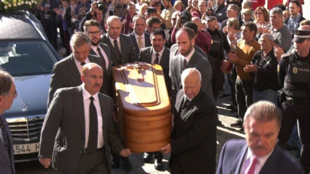 Chiquito de la Calzada, famosos y Málaga se rinden en su funeral