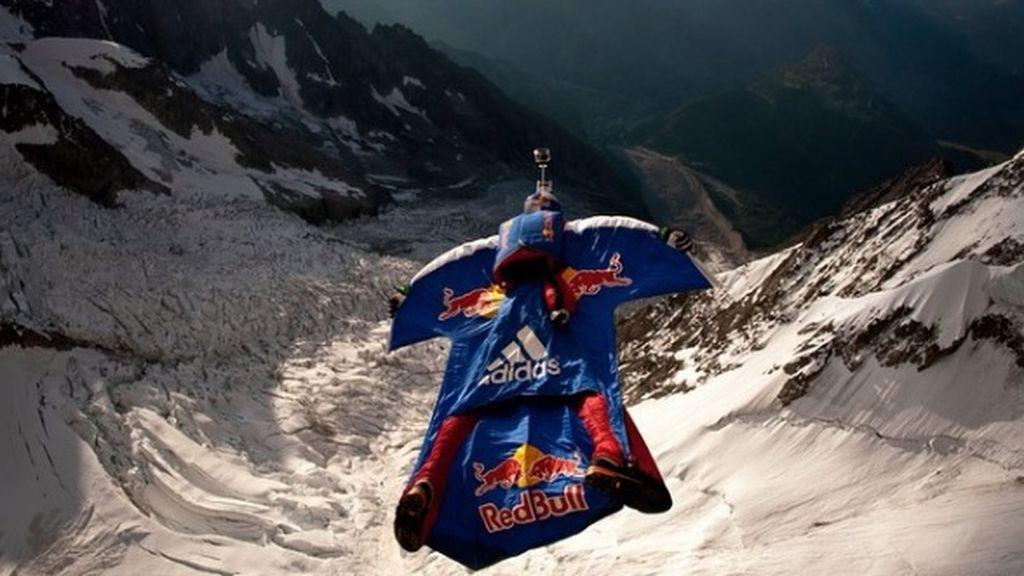 Fallece un saltador tras lanzarse con su traje de alas desde un acantilado del Himalaya