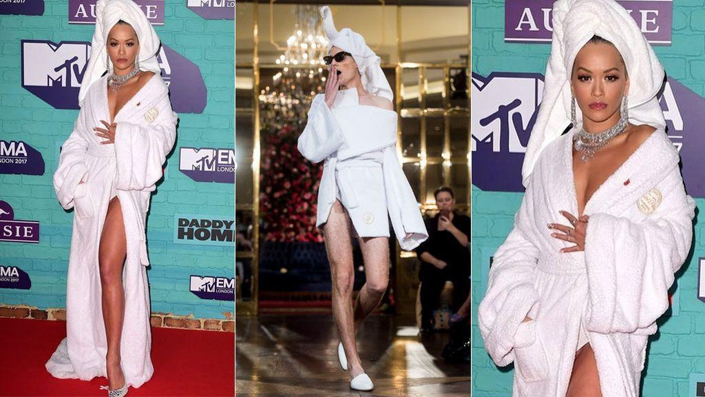 Rita Ora: como recién salida de la ducha y enjoyada. El intencionado look español que (casi) nadie pilla