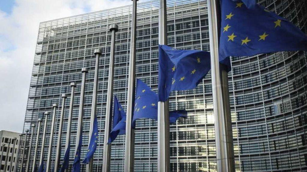 Bruselas pide ayuda para acabar con las 'fake news'