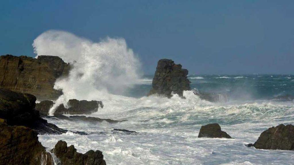 Olas de 12 metros en Mahón: Menorca vive uno de los peores 10 temporales en 30 años