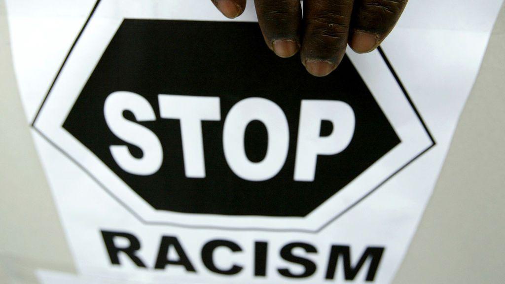El aplauido tuit de la Policia Foral tras los insultos racistas a un árbitro en Navarra