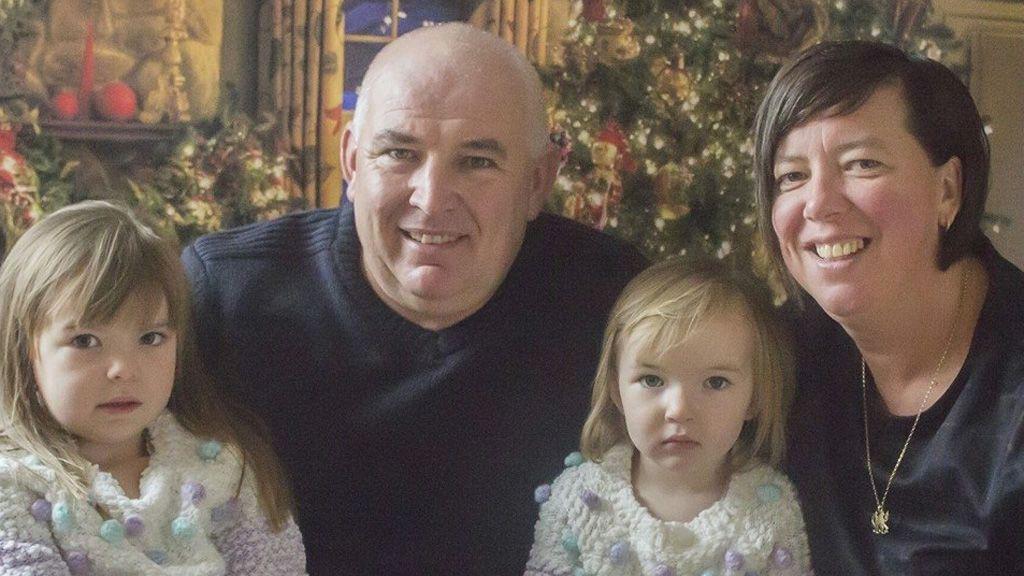 Oculta que ha estrangulado a su pareja uniéndose a su familia en las labores de búsqueda