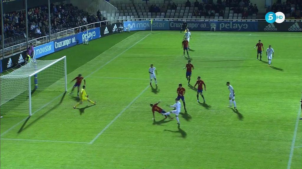 ¡Salva bajo palos! Vallejo se tira 'in extremis' y evita el gol de Eslovaquia