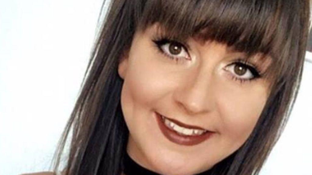 Una joven muere tras caer al suelo cuando trepaba un edificio para acceder a su piso