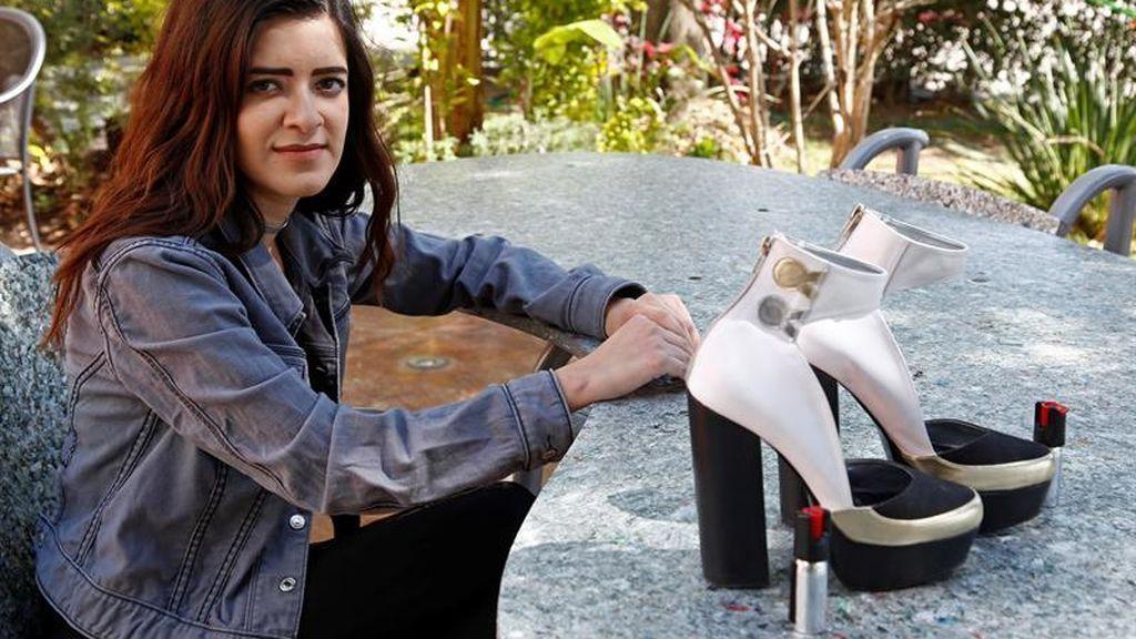 Tacones con un espray de pimienta, la última moda para combatir la violencia de género en México
