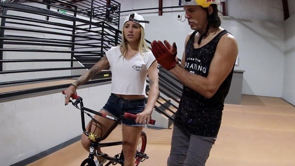 Leticia Bufoni o cómo hacer un backflip en BMX en cuatro intentos: ¿se cambia de deporte una de las mejores skaters del mundo?