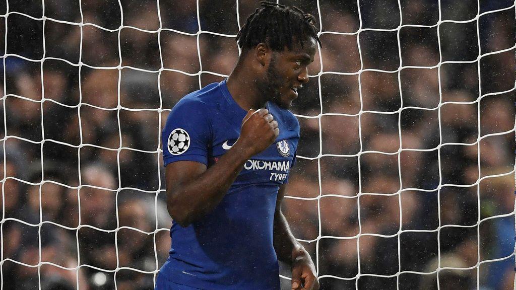 """El delantero del Chelsea, Batshuayi, desmiente con una salida de tono que sea homosexual: """"Tu madre sabe que es falso"""""""