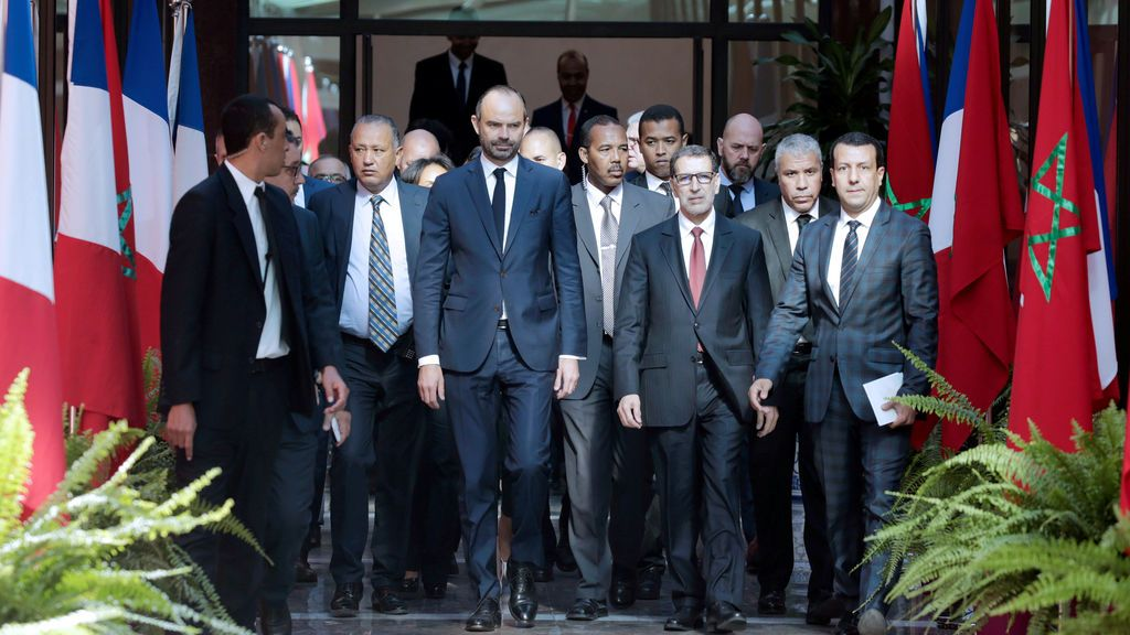 El primer ministro francés con su homólogo marroquí al llegar al ministerio de asuntos exteriores en Rabat